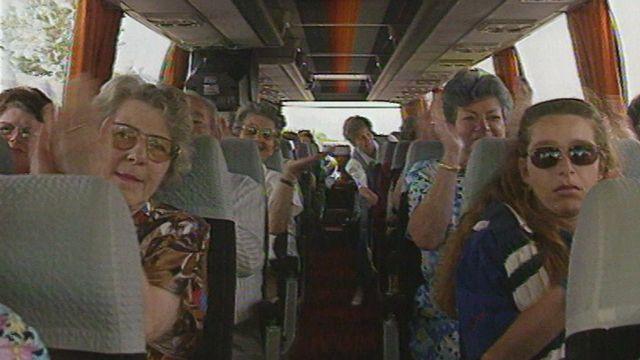 En 1994, des ouvrières de la vallée de Joux descendent à Berne pour défendre leur droit à la retraite à 62 ans. [RTS]
