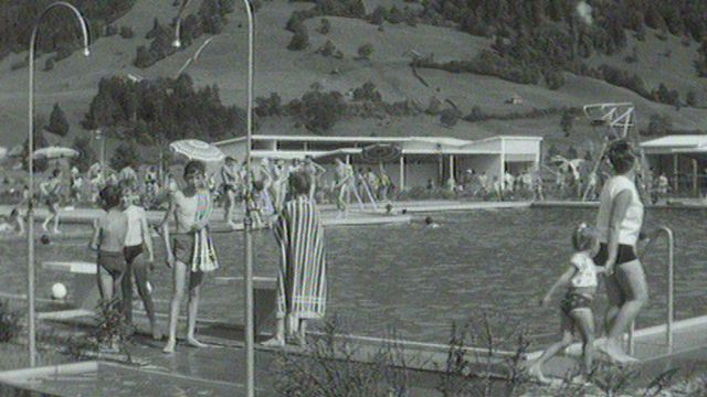 La nouvelle piscine de Broc en 1963. [RTS]