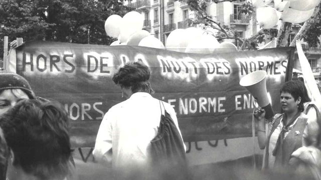 """Manifestation de lesbiennes """"Goudou-Manif"""" à Genève en 1982. [Marie de Montmollin ]"""