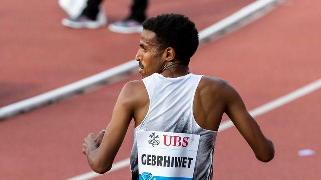 Incrédule, Gebrhiwet comprend qu'il a levé les bras trop tôt. [Pascal Muller - Freshfocus]