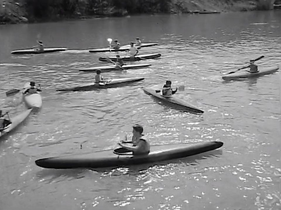 Le kayak sur rivière, un sport innovant en 1968. [RTS ]