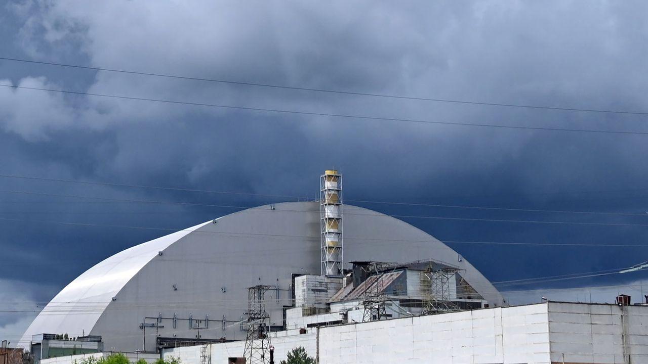 La structure mesure 108 mètres de haut et pèse 36'000 tonnes. [Serguei Supinsky - AFP]
