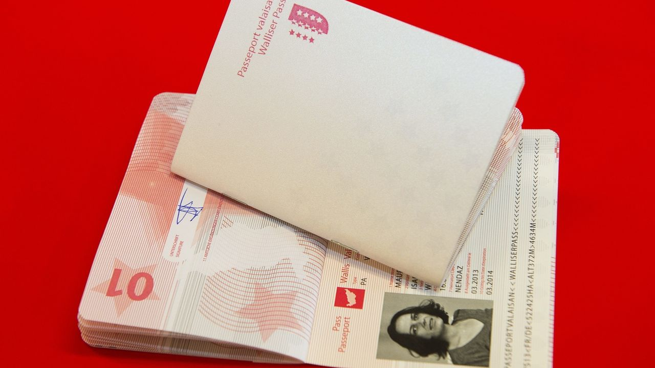 Le Passeport valaisan passe au numérique. [Jean-Christophe Bott - Keystone]