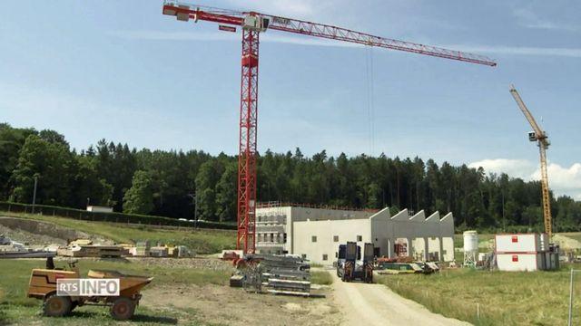 Si les députés acceptent le projet, le canton de Fribourg se dotera de la loi la plus dure de Suisse romande. [RTS]