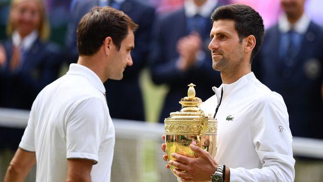 Roger Federer n'a pas masqué sa déception au cours de la remise du trophée. [Daniel Leal-Olivas - AFP]