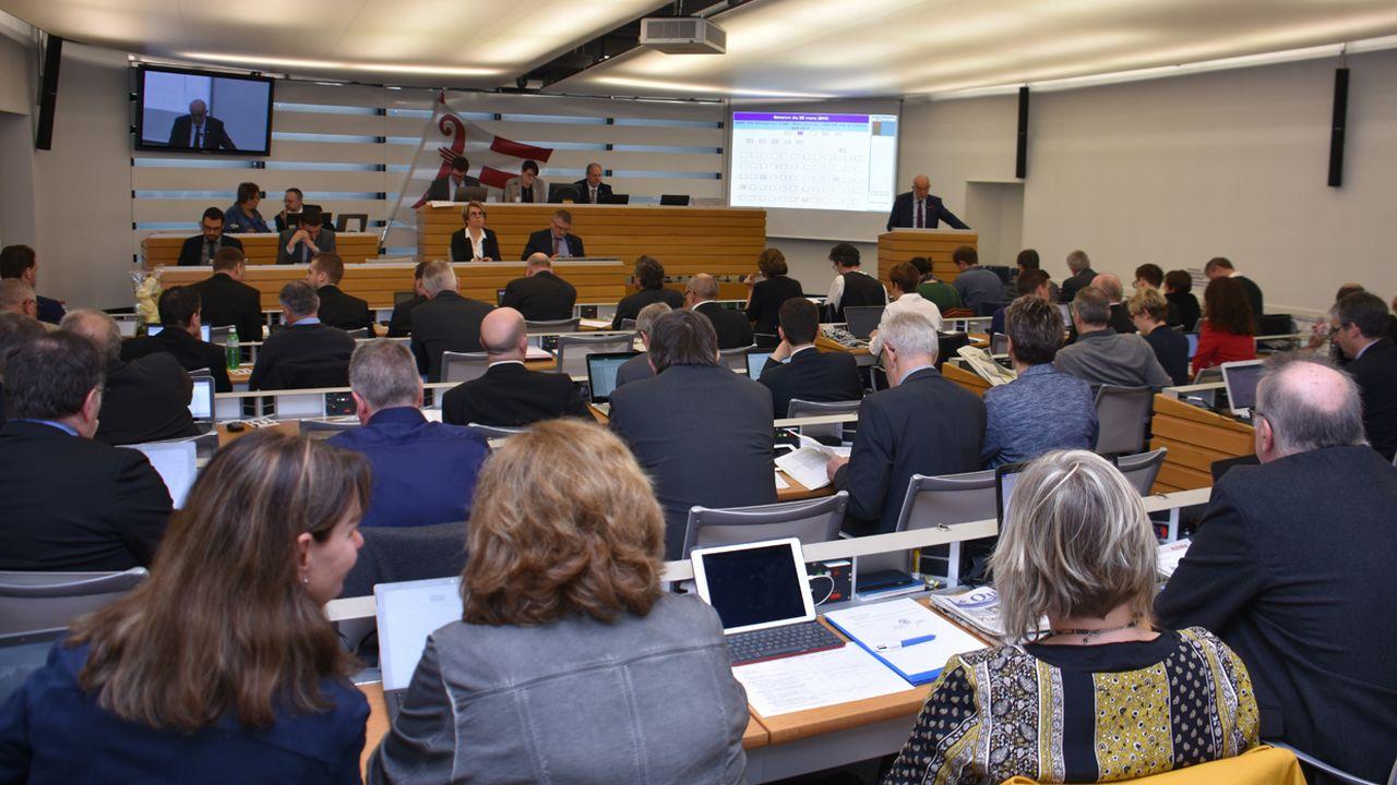 Les fronts se sont crispés lors de la première lecture du projet cantonal de réforme de la fiscalité des entreprises. [Gaël Klein - RTS]