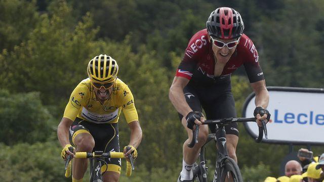 Thomas (en rouge) devant le maillot jaune Alaphilippe. [Thibault Camus - Keystone]