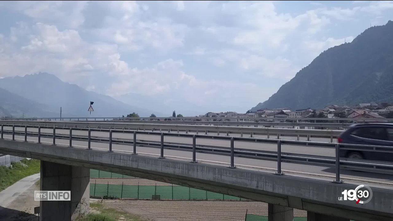 En Valais, les sondages du viaduc de Riddes révèlent un pont en mauvais état. Il devra peut-être même être remplacé. [RTS]