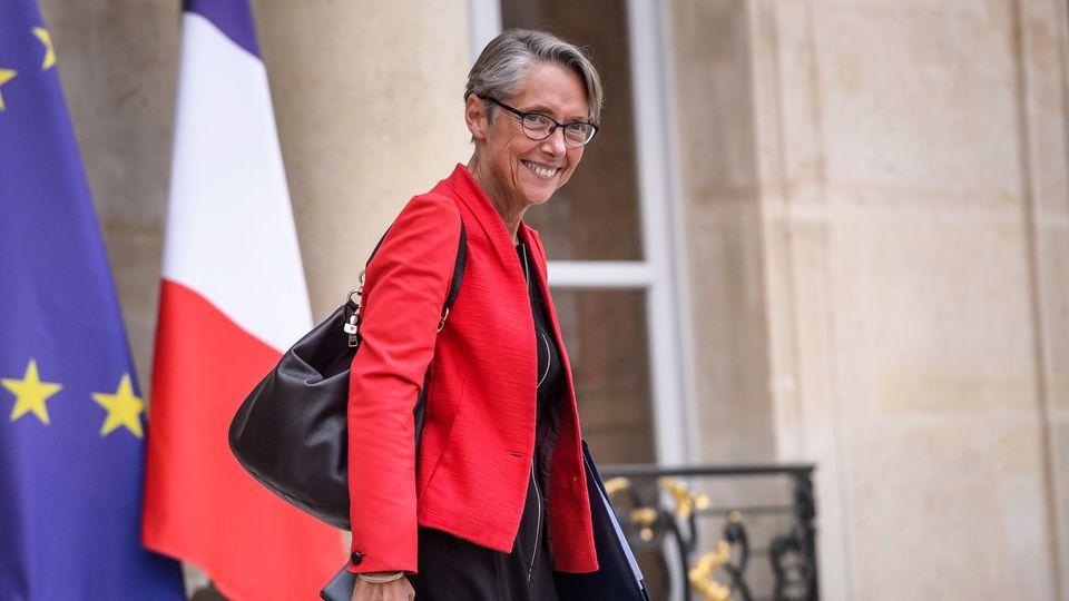 Elisabeth Borne sera désormais la nouvelle ministre française de la Transition écologique et solidaire. Elle conserve aussi son portefeuille des Transports, mais ne prendra pas le titre de ministre d'Etat de son prédécesseur. [CHRISTOPHE PETIT TESSON  - KEYSTONE]
