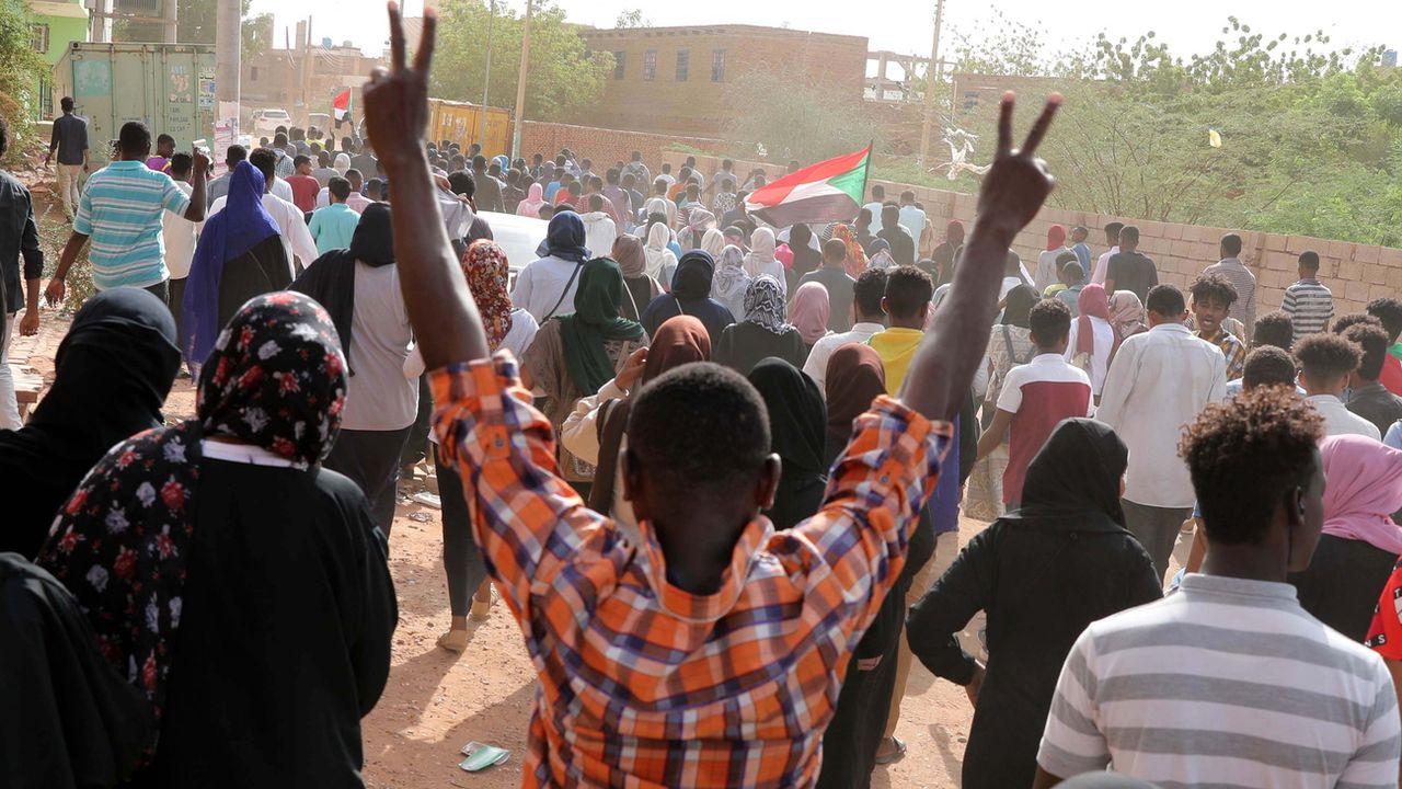 Des protestataires dans les rues de Khartoum, au Soudan. [Marwan Ali - EPA/Keystone]