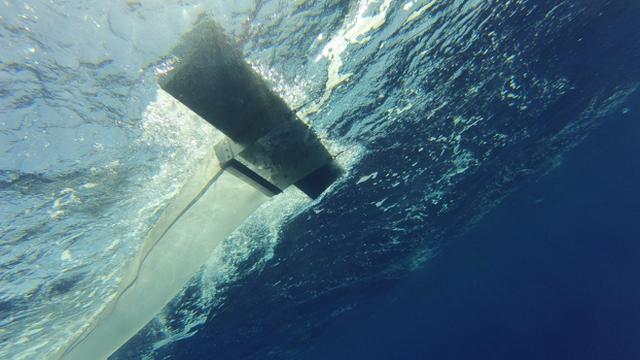 Le filet de type manta utilisé par l'association genevoise Oceaneye pour collecter le plastique de surface dans le Léman. [Oceaneye]