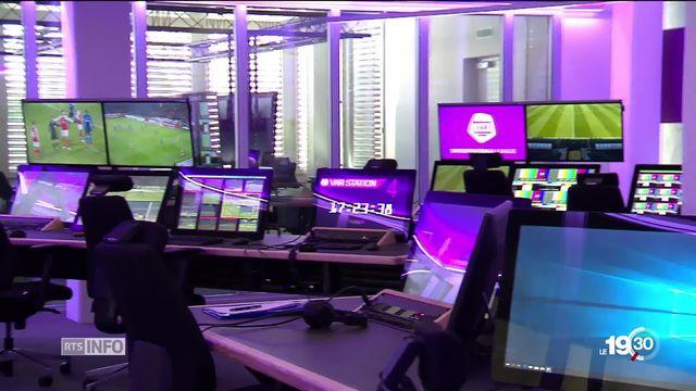 La Suisse se met à son tour à la VAR, la vidéo assistance à l'arbitrage pour les matchs de football. Sion et Bâle essuient les plâtres. [RTS]