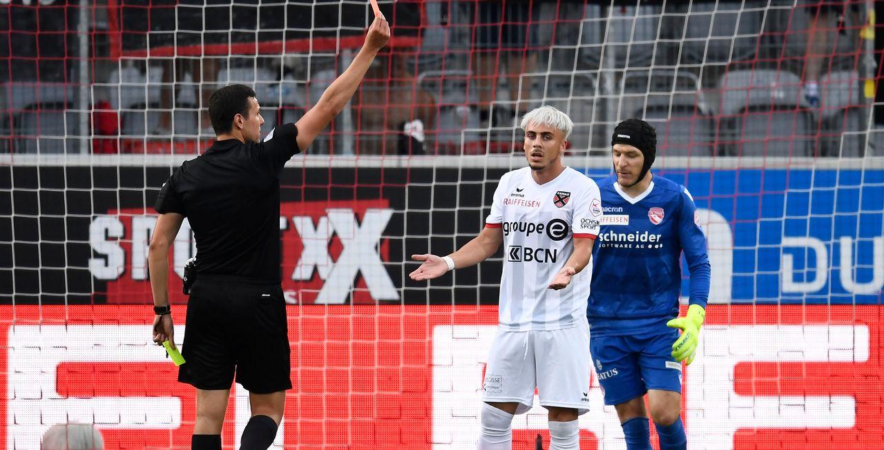 Taulant Seferi a été le premier expulsé par l'arbitre Alessandro Dudic. [Urs Lindt - Freshfocus]