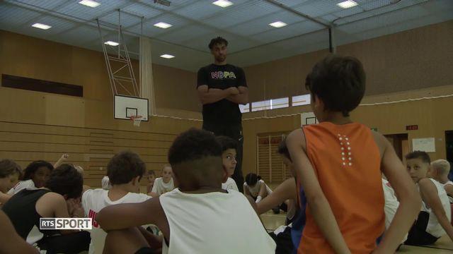 Basketball: le camp de basket de Thabo Sefolosha [RTS]