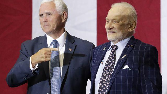 Le vice-président Mike Pence a rendu hommage aux héros de la Lune, dont Buzz Aldrin. [AP Photo/John Raoux - Keystone]