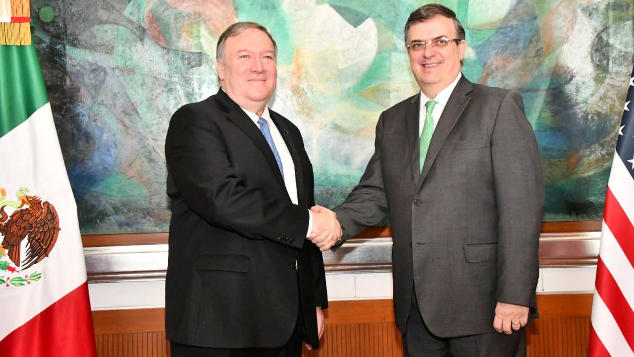 Le secrétaire d'Etat américain Mike Pompeo avec son homologue mexicain Marcelo Ebrard. [Handout  - Reuters]
