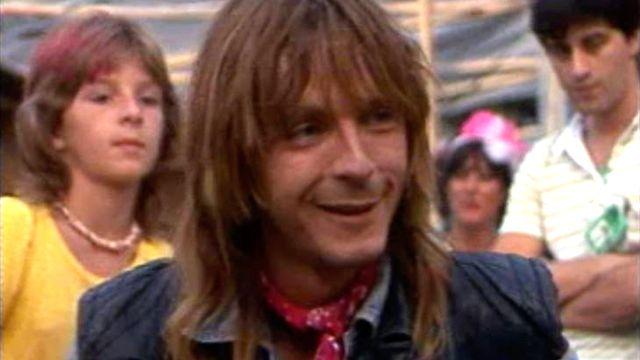 Renaud est très tendu avant son entrée en scène au Paléo Folk Festival 1983. [RTS]
