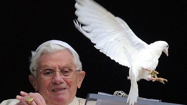 Benoît XVI et l'esprit de la colombe, en janvier 2012. [GABRIEL BOUYS -  AFP]