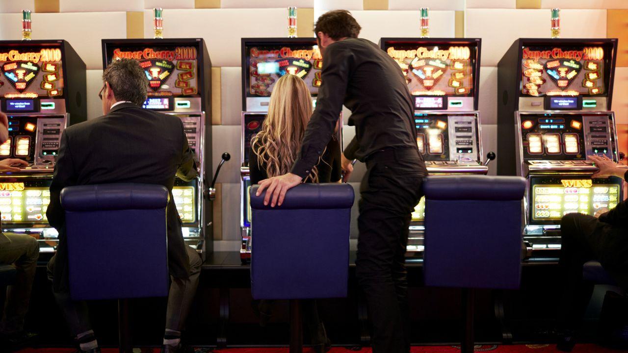 Des machines à sous au plus grand casino de Suisse à Zurich. [Keystone  - Gaetan Bally]