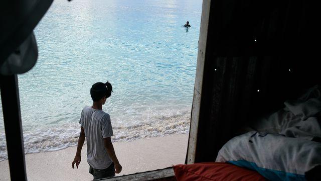 L'eau du Pacifique arrive aux portes des maisons à Kavatoetoe, dans l'archipel des Tuvalu. [Theo Rouby/Hans Lucas]
