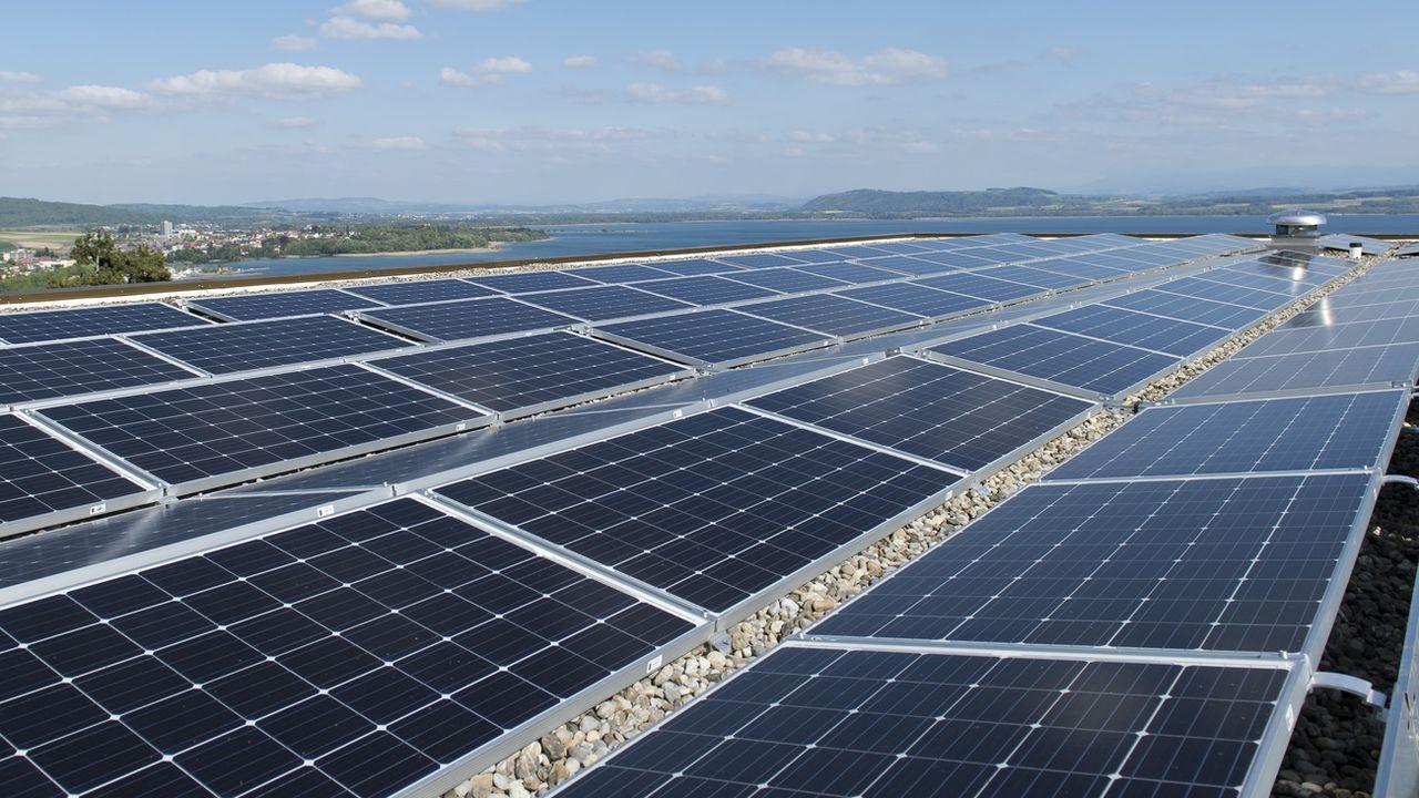 L'installation photovoltaïque du Collège du Crêt-du-Chêne à Neuchâtel [Thomas Delley - Keystone]
