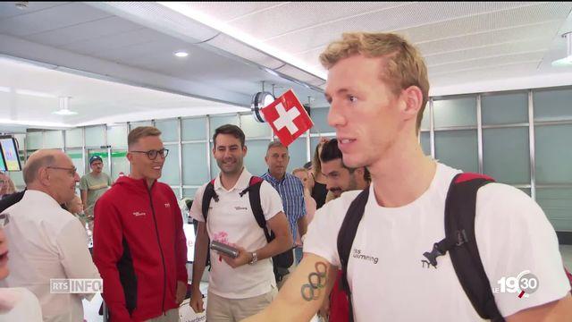 Jérémy Desplanches est de retour en Suisse, quatre jours après sa médaille d'argent aux Mondiaux de natation en Corée du sud. [RTS]
