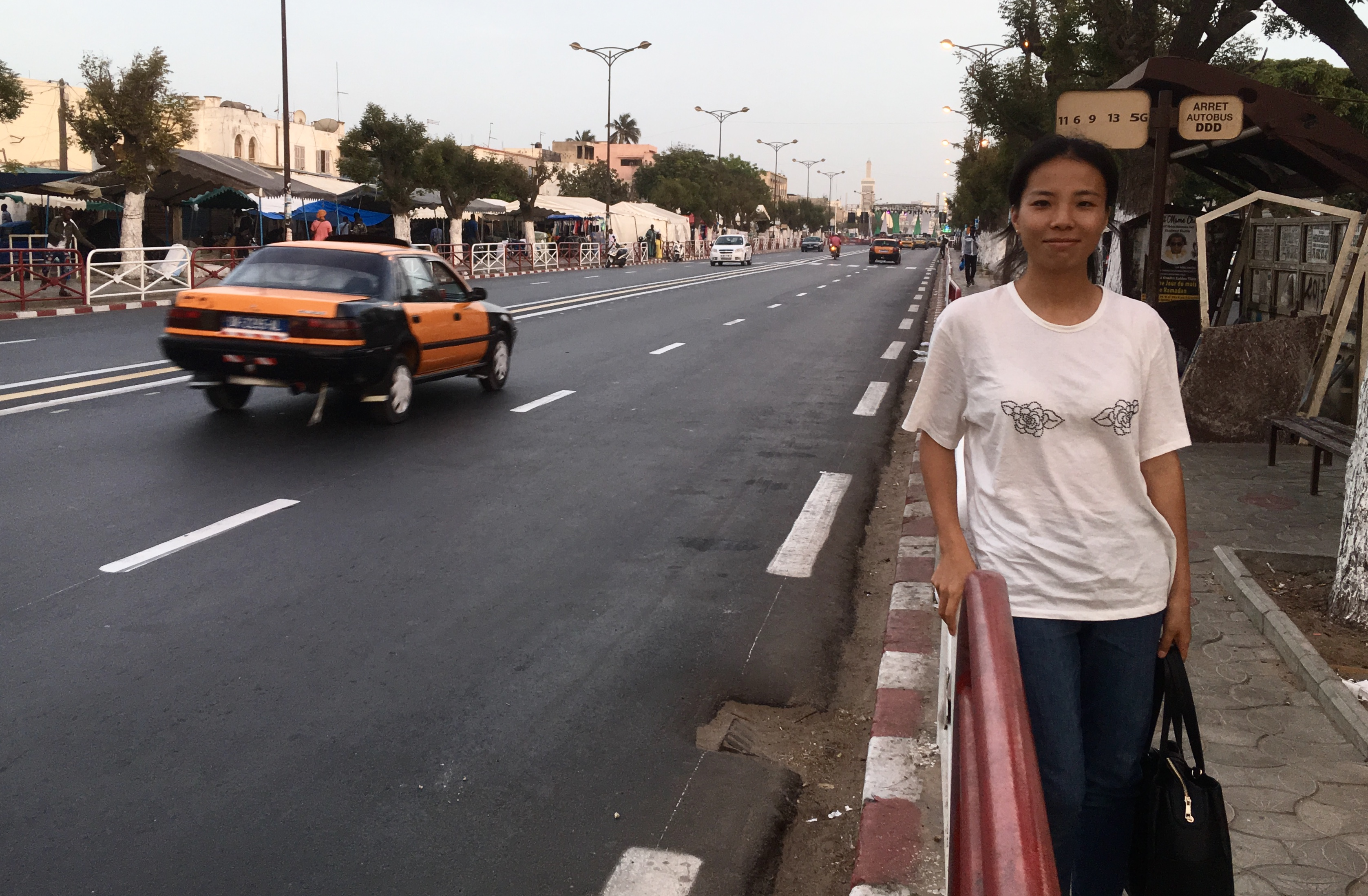 Liu Chen était dans l'allée du centenaire au cœur de Chinatown, à Dakar.