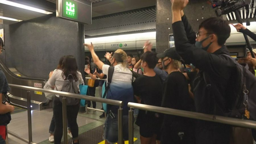Hong kong paralysee par la greve
