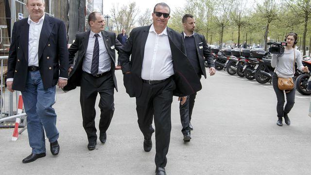"""Eric Stauffer (lunettes noires) alors qu'il était candidat de """"Genève en Marche"""" pour l'élection du Conseil d'Etat genevois, en avril 2018. [Salvatore Di Nolfi - Keystone]"""