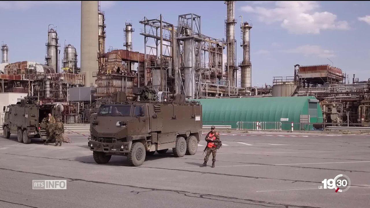 Raffinerie de Cressier (NE): exercice de haute protection de l'armée et de la police. [RTS]