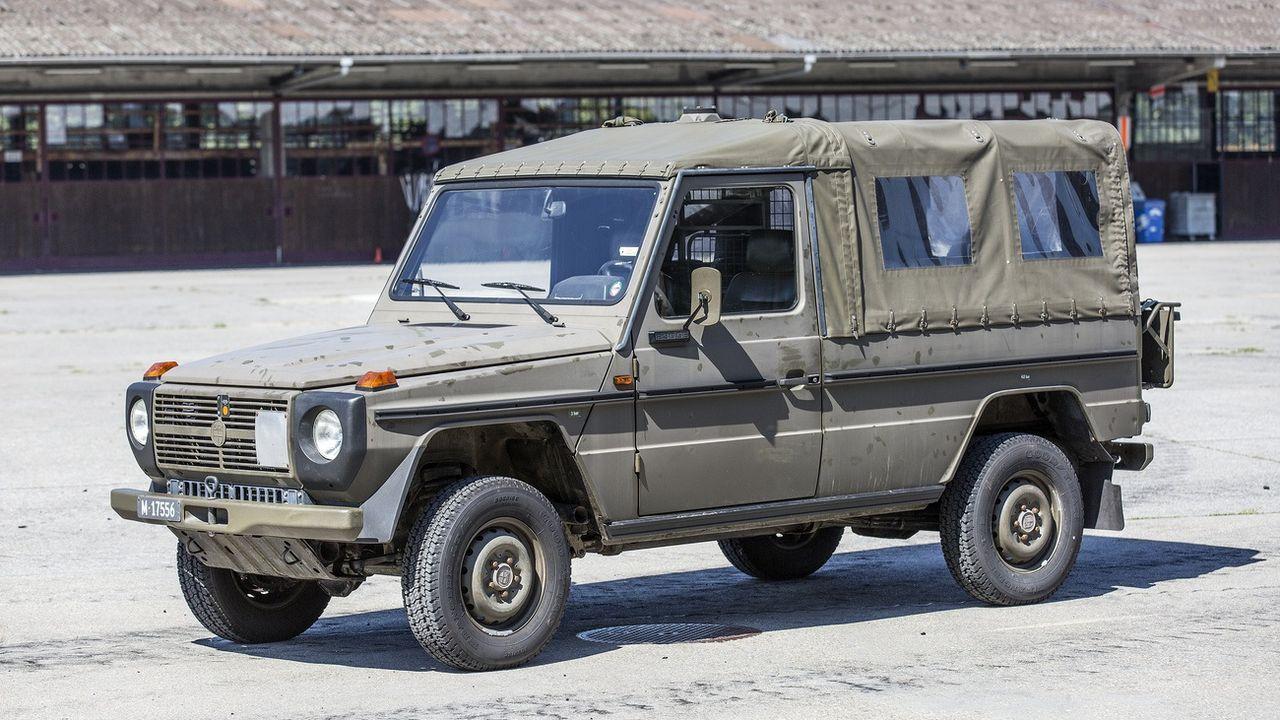 Les deux militaires victimes d'un accident au col du Susten circulaient dans un véhicule tout-terrain de type Puch, comme sur cette image d'illustration. [Gaétan Bally - Keystone]