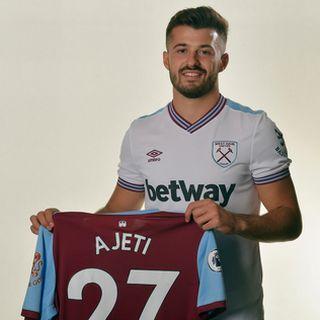 Ajeti et son nouveau maillot. [West Ham]