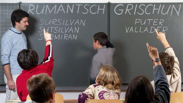 """La Lia Rumantscha, organisation faîtière des Romanches, a présenté en 1982 une langue standard appelée le """"Rumantsch Grischun"""", créée à partir des idiomes parlés. [Arno Balzarini - Keystone]"""