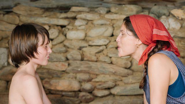 Une scène du Milieu de l'horizon, un film de Delphine Lehericey, avec Laetita Casta. [© Box Productions & Entre Chien et Loup - Crédit Photo Gjorgji Klincarov]