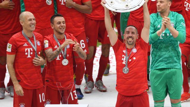 """Franck Ribéry a soulevé un ultime trophée allemand en mai dernier. Il a maintenant la lourde tâche de """"relever"""" la Fiorentina."""
