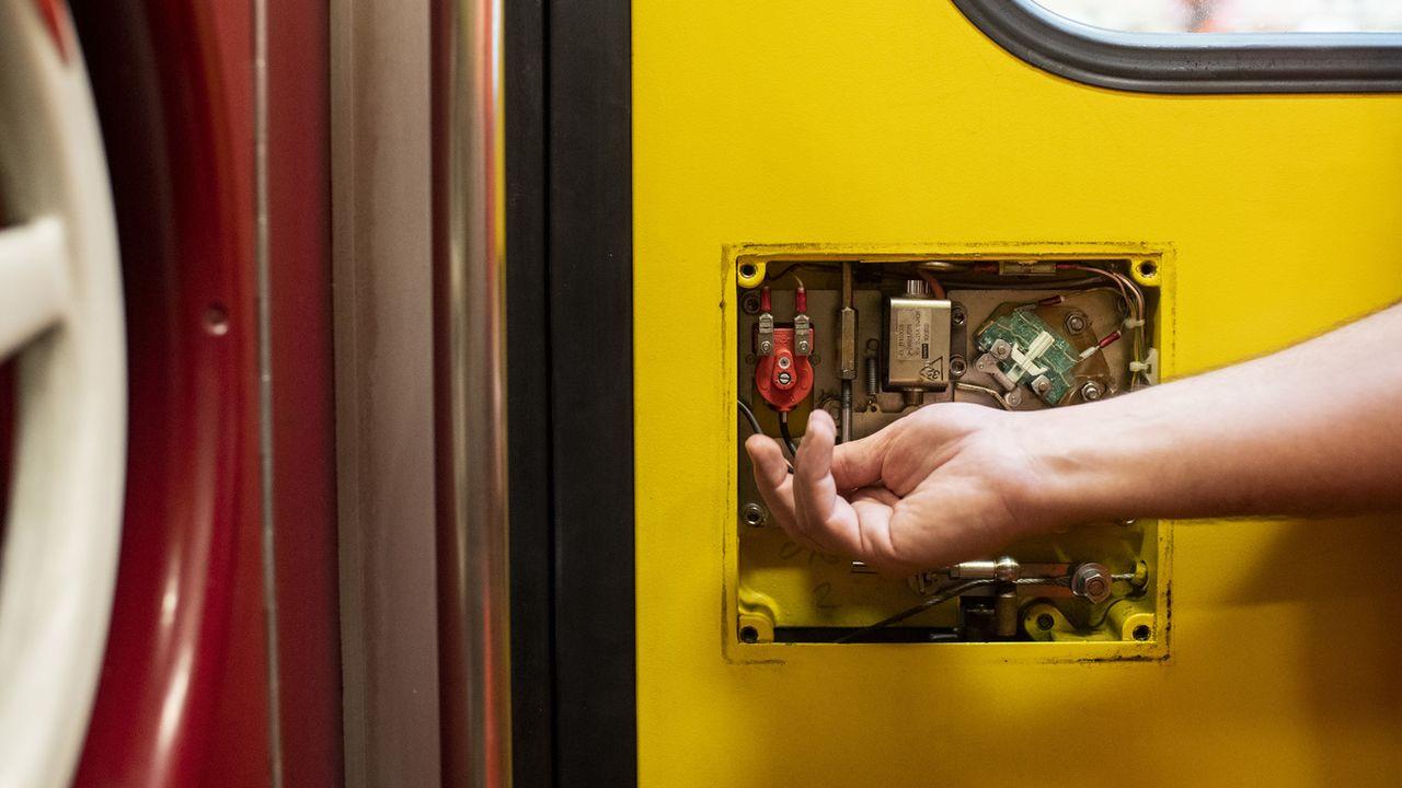 Le mécanisme défectueux est contenu dans la porte des voitures de type VU IV. [Ennio Leanza - Keystone]