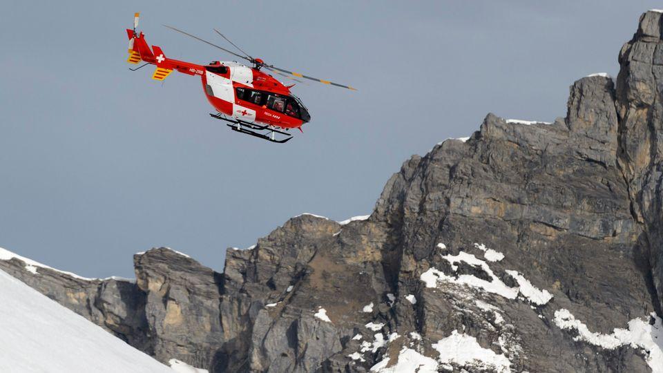 Actuellement, en Suisse, lorsqu'ils reçoivent un appel d'urgence passé depuis un téléphone portable, les services de secours n'obtiennent que la géolocalisationfournie par les antennes relais. [Laurent Gillieron - Keystone ]