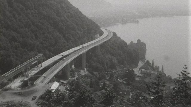 L'autoroute A9 en construction, au-dessus de Montreux. 1969. [RTS]