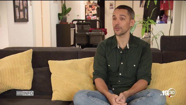 Famille homo-parentale: pour la première fois, le canton de Genève a accordé vingt semaines de congé à un jeune papa. [RTS]