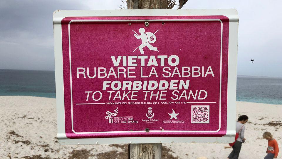 Le sable de la plage d'Is Arutas est particulier et attire les convoitises [Annette Reuther - AFP/DPA]
