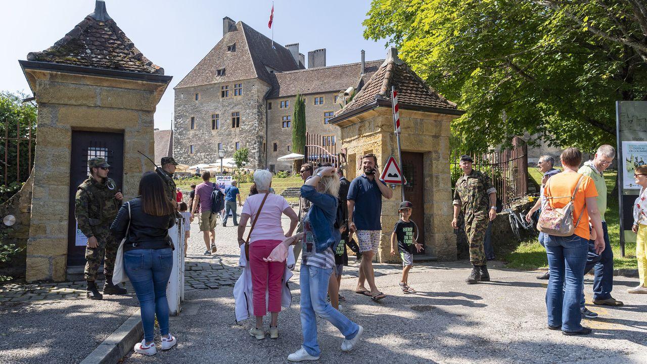 Les démonstrations de l'armée et de la police neuchâteloise ont attiré de nombreux visiteurs [Martial Trezzini - KEYSTONE]