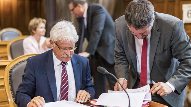 Les deux conseillers aux Etats sortants, Beat Vonlanthen (PDC) et Christian Levrat (PS) font figure de grands favoris pour siéger à la législature 2019-2023. [Alessandro della Valle - Keystone ]