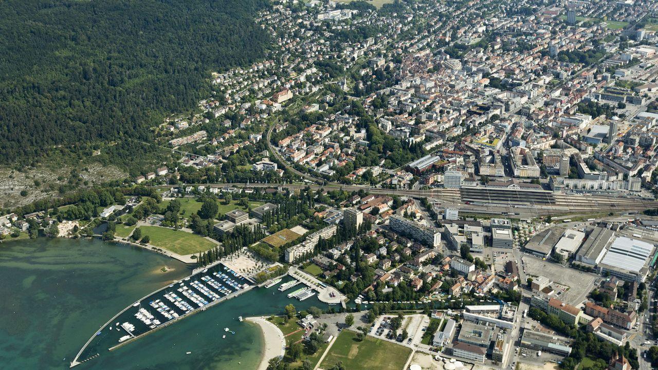 La ville de Biel/Bienne vue du ciel, août 2012. [Alessandro Della Bella - Keystone]