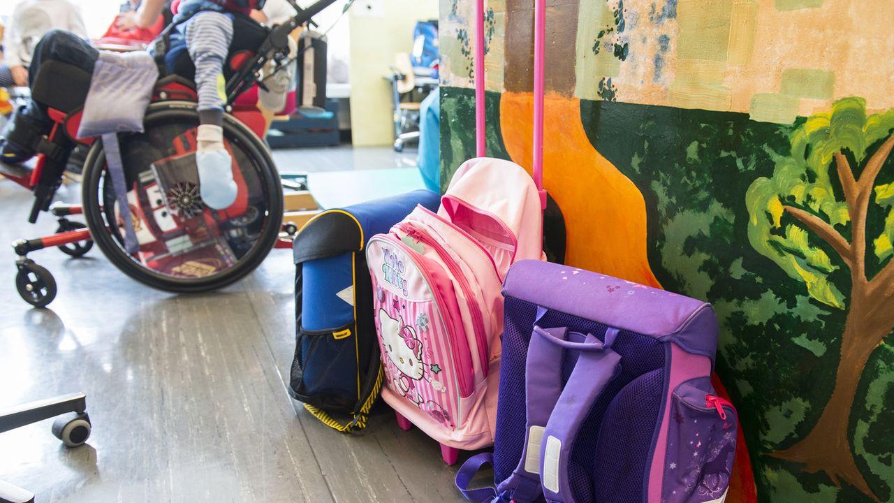 La facturation aux parents de l'hébergement et de la prise en charge des enfants handicapés dans les écoles spécialisées n'est pas compatible avec la gratuité de l'enseignement garantie par la Constitution fédérale. [Dominic Steinmann - Keystone]