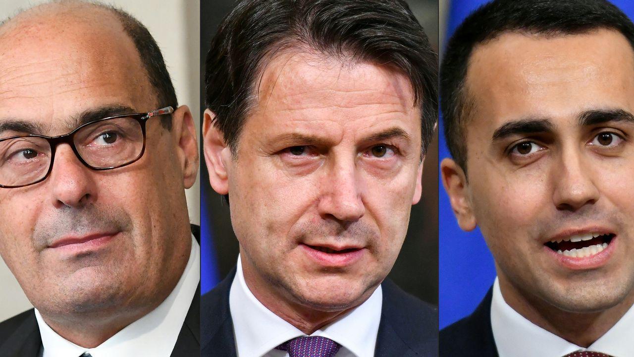 Le Premier ministre italien démissionnaire Giuseppe Conte, encadré par le leader du Parti démocrate Nicola Zingaretti (à gauche) et par le dirigeant du Mouvement 5 étoiles Luigi Di Maio (à droite). [Vincenzo Pinto, Alberto Pizzoli - AFP]