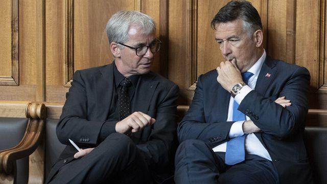 Les conseillers aux Etats obwaldien Erich Ettlin (PDC), à gauche de l'image, et nidwaldien Hans Wicki (PLR) sont réélus tacitement. [Anthony Anex - Keystone]