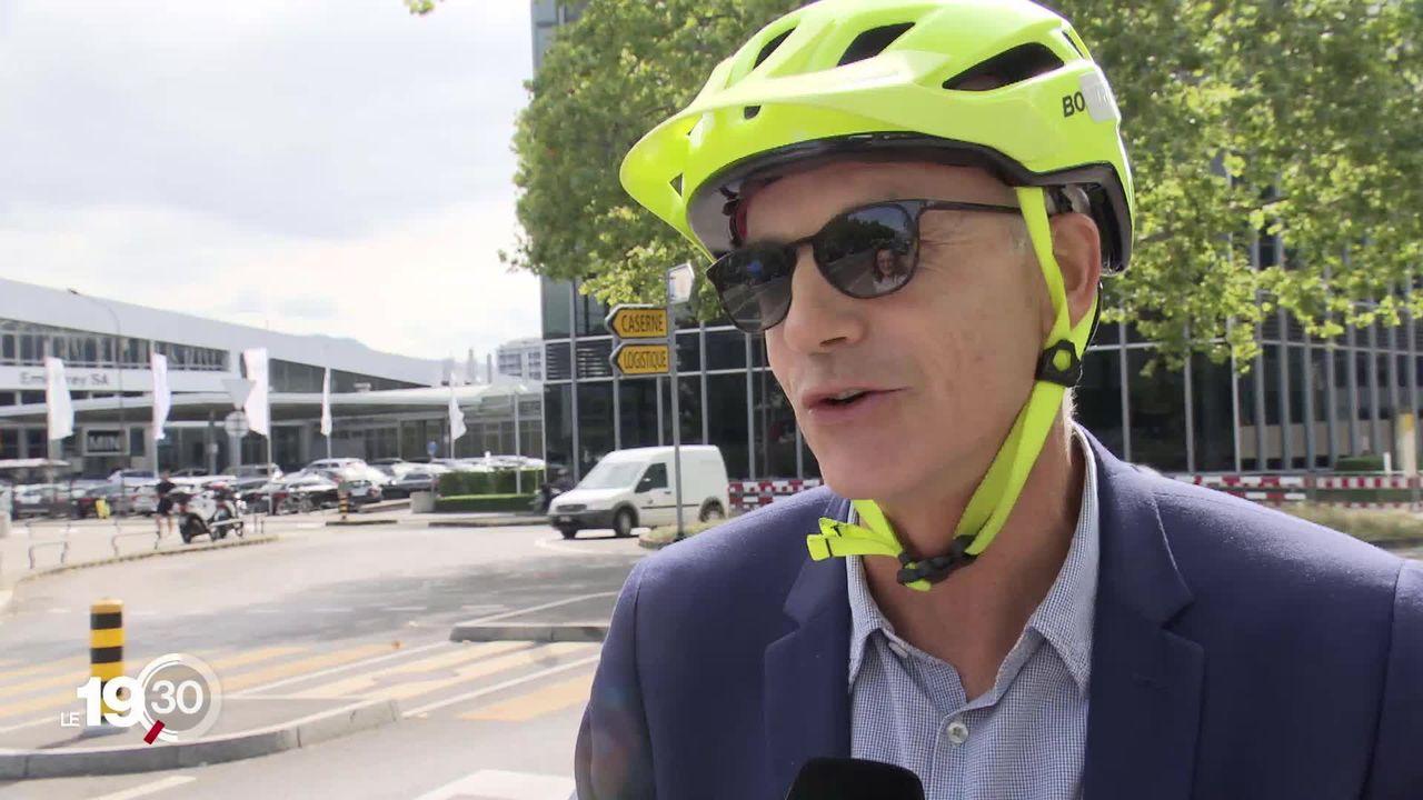 Dans les giratoires, un accident sur 6 implique un cycliste. Pro Vélo Genève mène une campagne de sensibilisation avec la police [RTS]