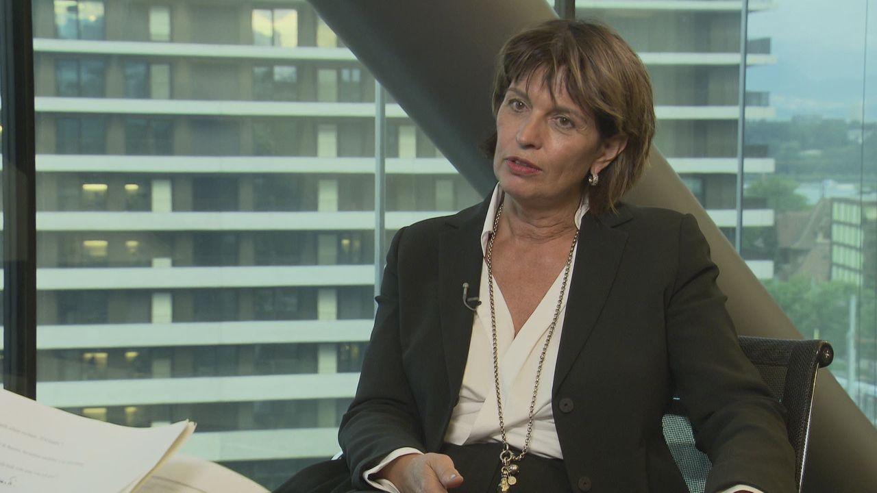 """Doris Leuthard: """"Sur le nucléaire, j'ai subi des pressions très directes"""" [RTS]"""