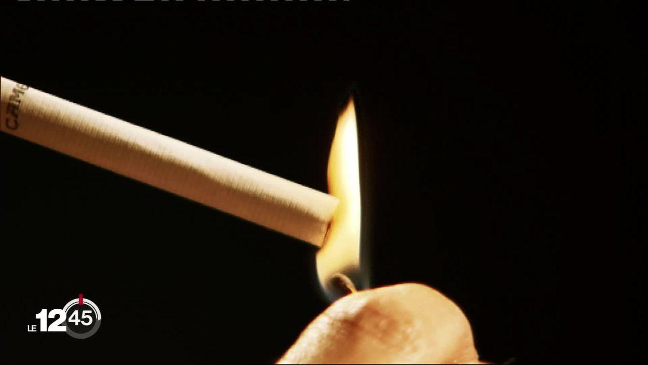 Le tabagisme coûte chaque année au moins 5 milliards de francs à la Suisse selon une étude. [RTS]