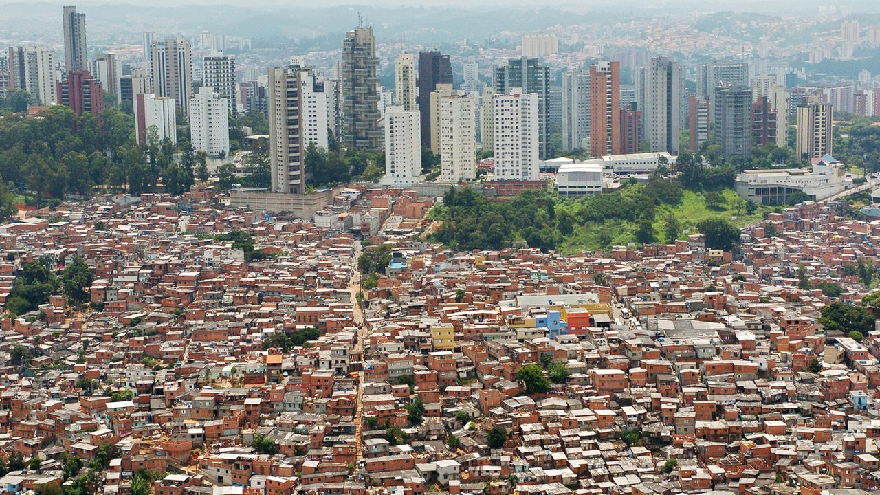 John Ibbitson et Darrell Bricker ont parlé avec des jeunes femmes des bidonvilles de Sao Paulo. [Alexandre Meneghini - Keystone/AP Photo]